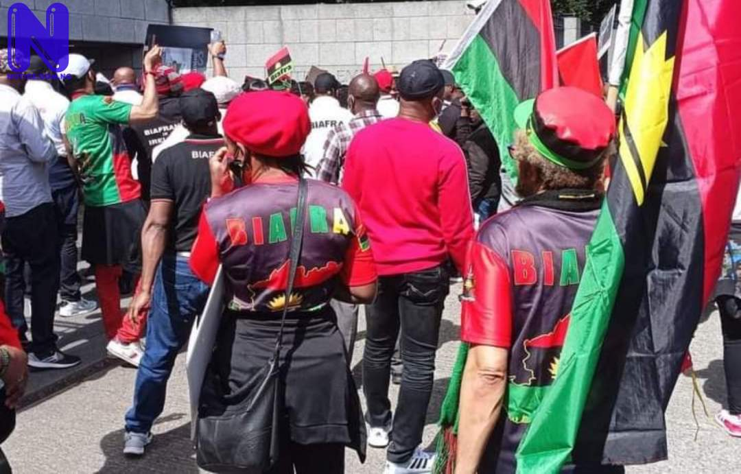 IPOB members in Ireland protest, submit petition against Buhari (PHOTOS) - Nnamdi Kanu DT16FNEL