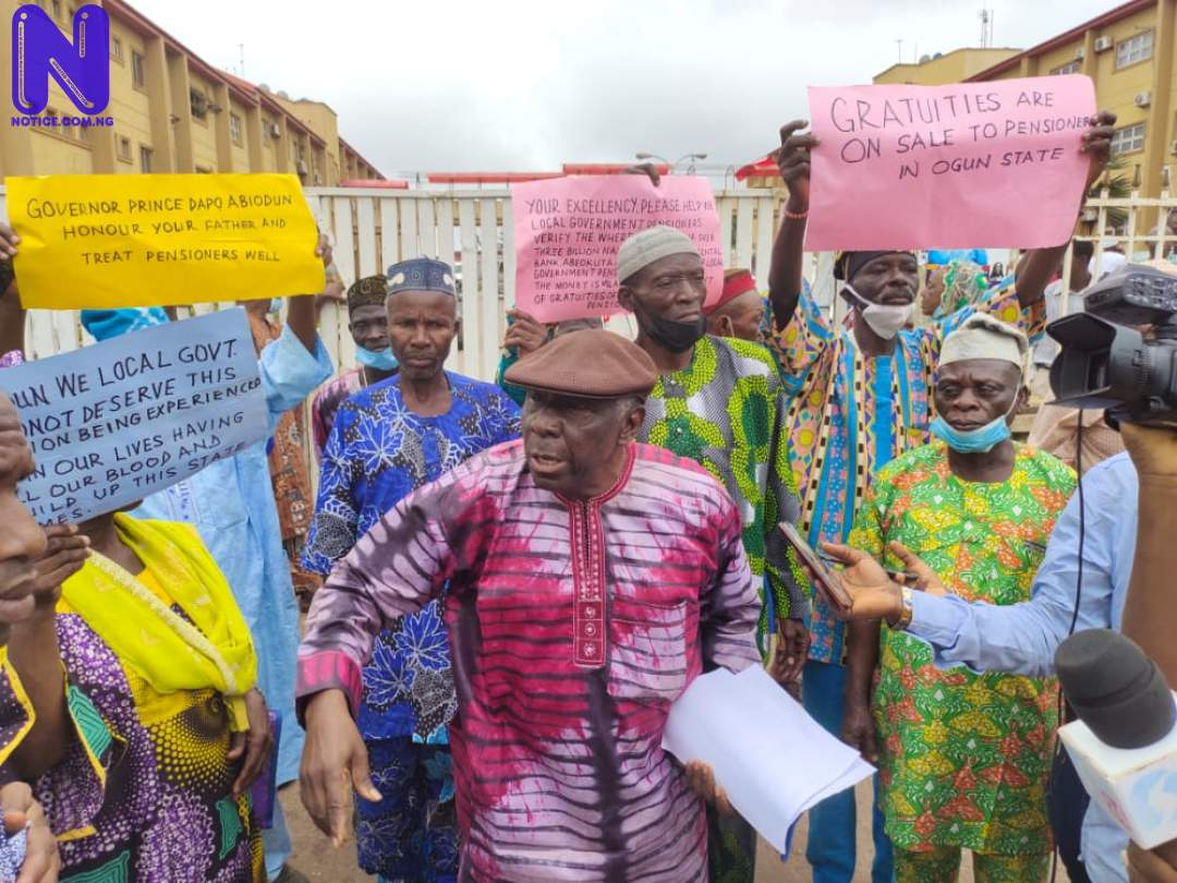 Ogun Government locks out pensioners, civil servants, corpers during protest (VIDEO) IMG-20210922-WA0015153506