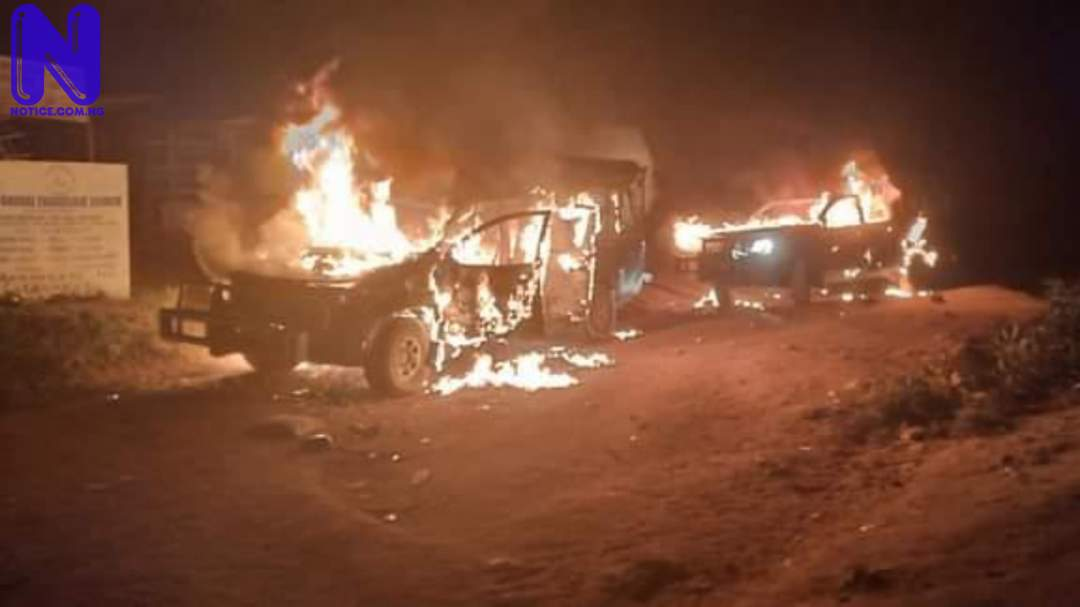 One shot as residents burn down three Customs vehicles - Ogun KYC8XHQ8102993