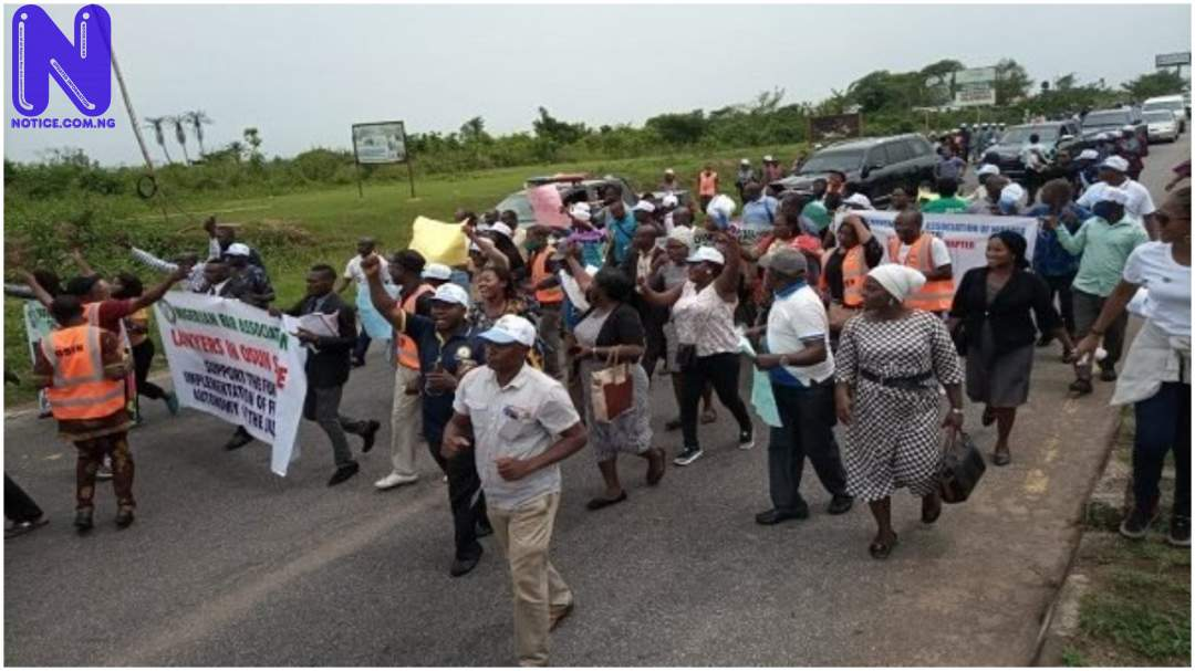 JUSUN, NBA block Osun Deputy Gov's convoy during protest SIILBQPI