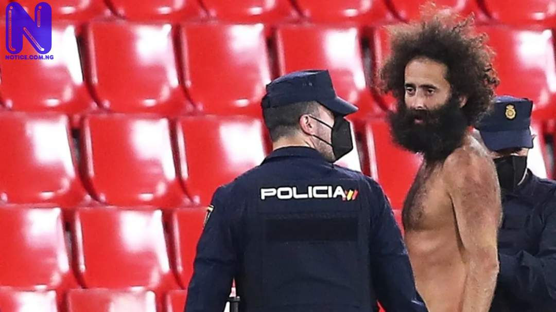 Police give update on naked man who ran to the field during Granada versus Man United - Europa League XUICHKER